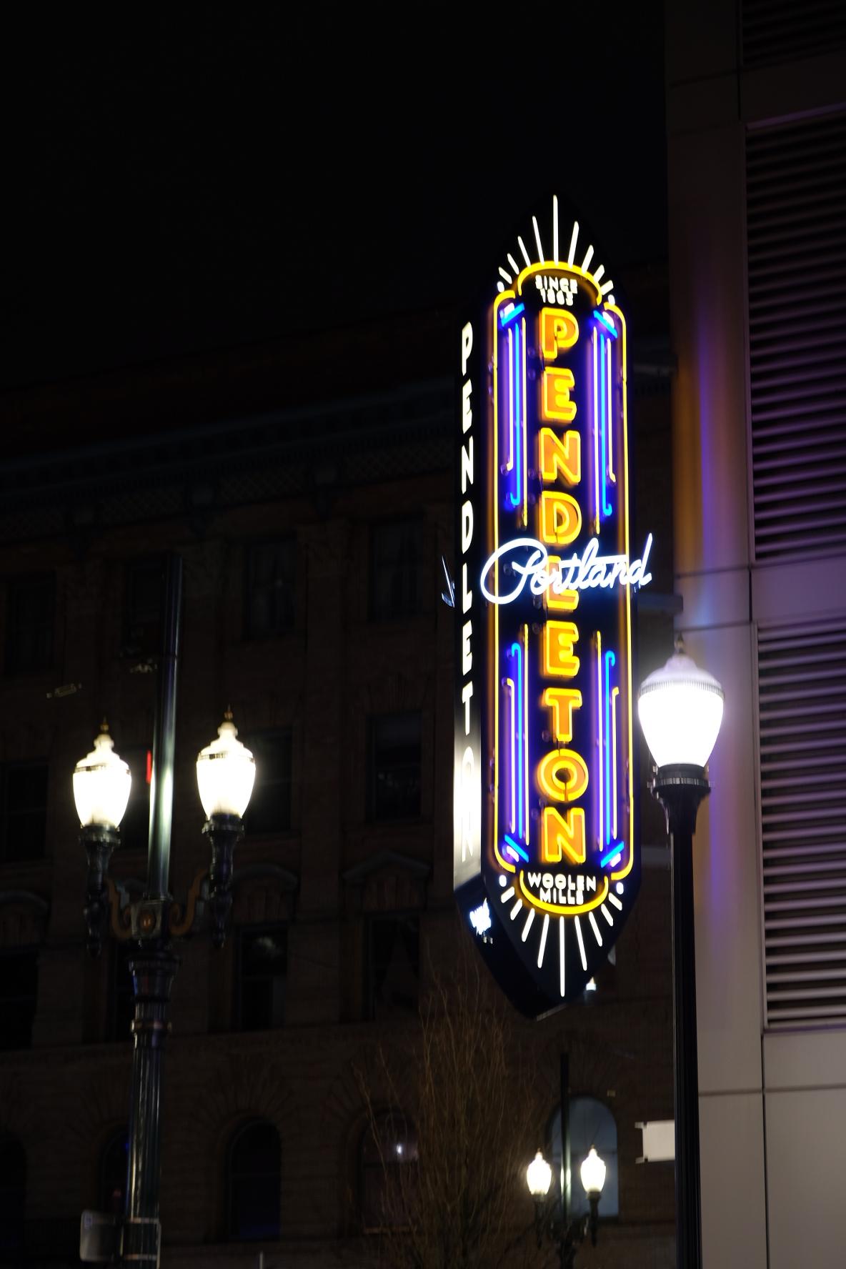 Portland Oregon, Neon