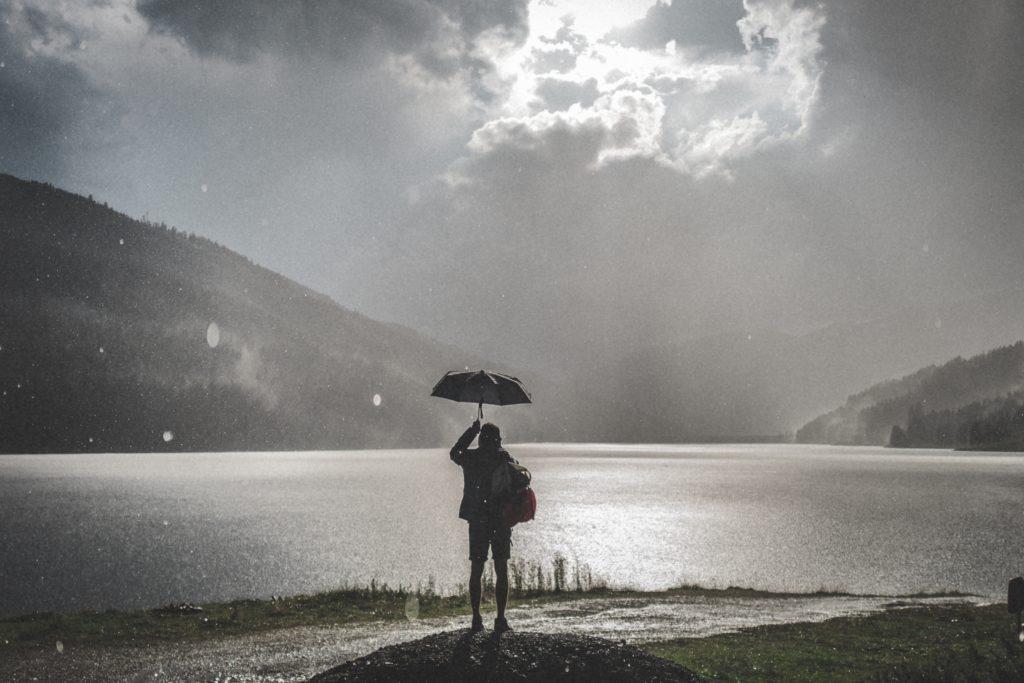 Viajes en plena lluvia - fuente unsplash